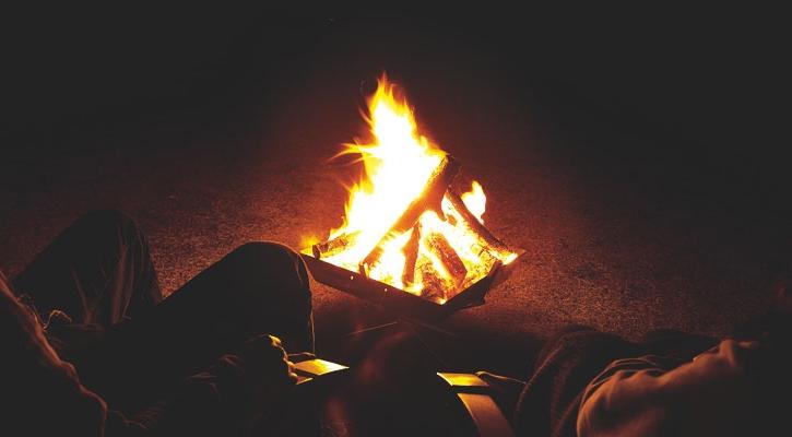 ファイアグリルでの焚き火のイメージ
