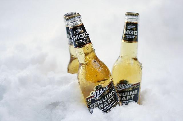 菌菌に冷えたビールのイメージ